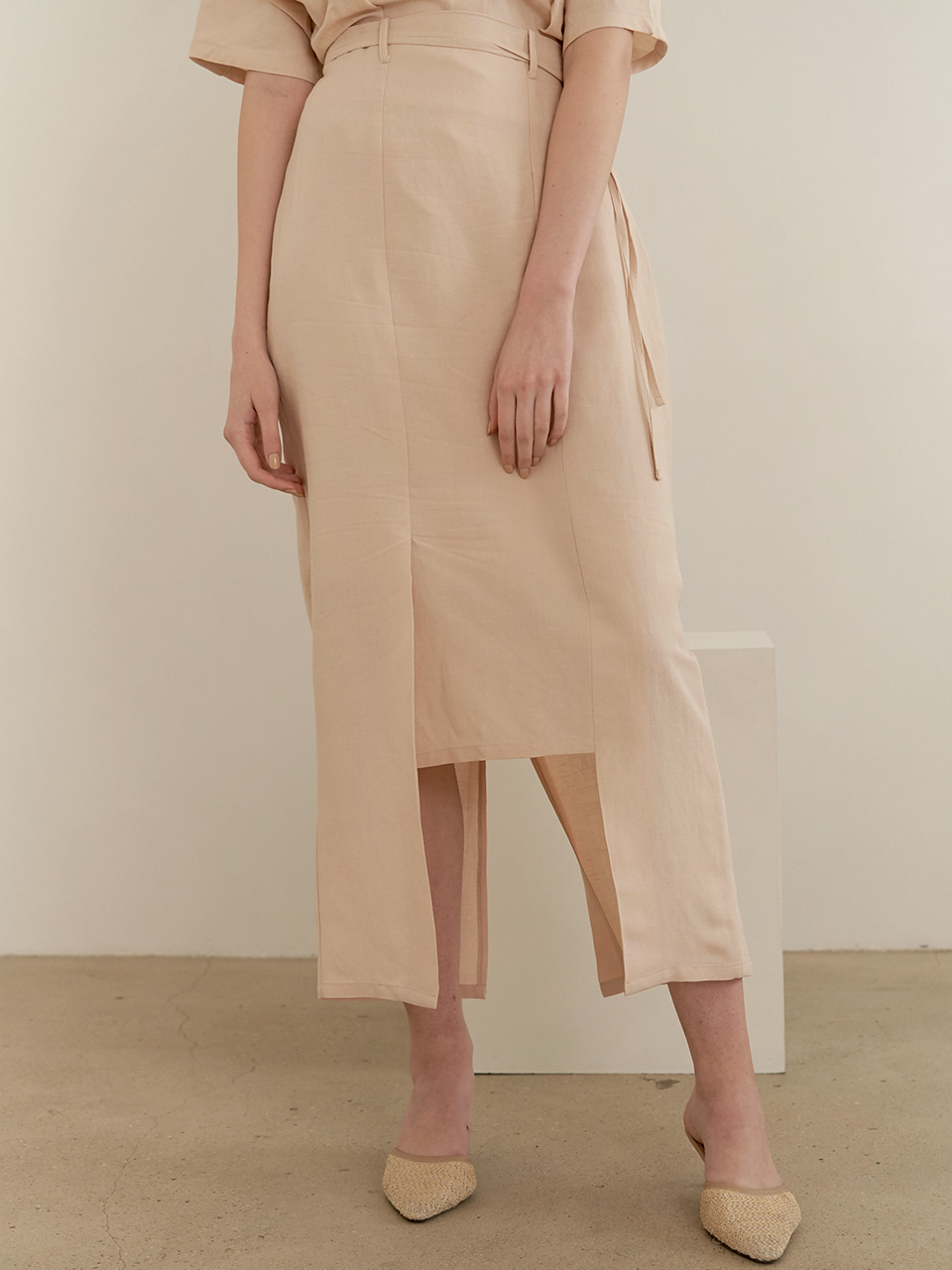 Belted square skirt - beige