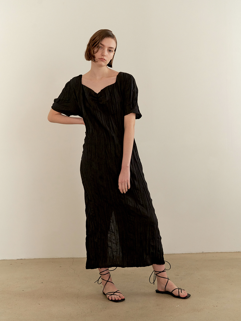 Halfmoon shirring dress - black