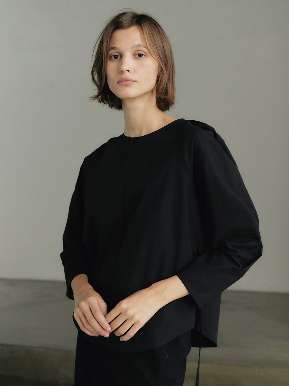 [9/23순차출고] Round volume blouse - Black