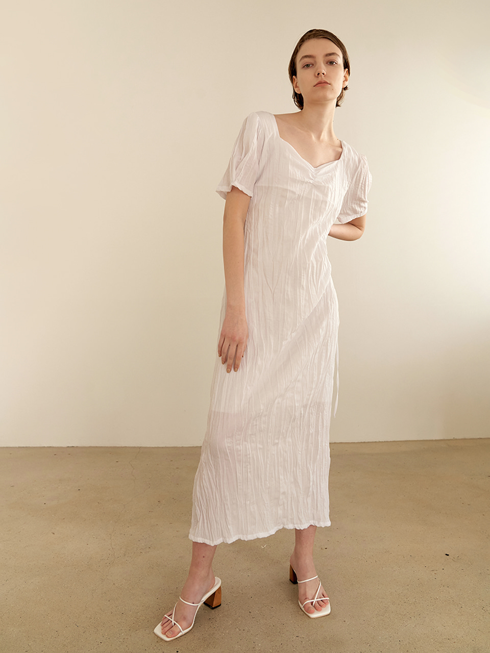 Halfmoon shirring dress - white